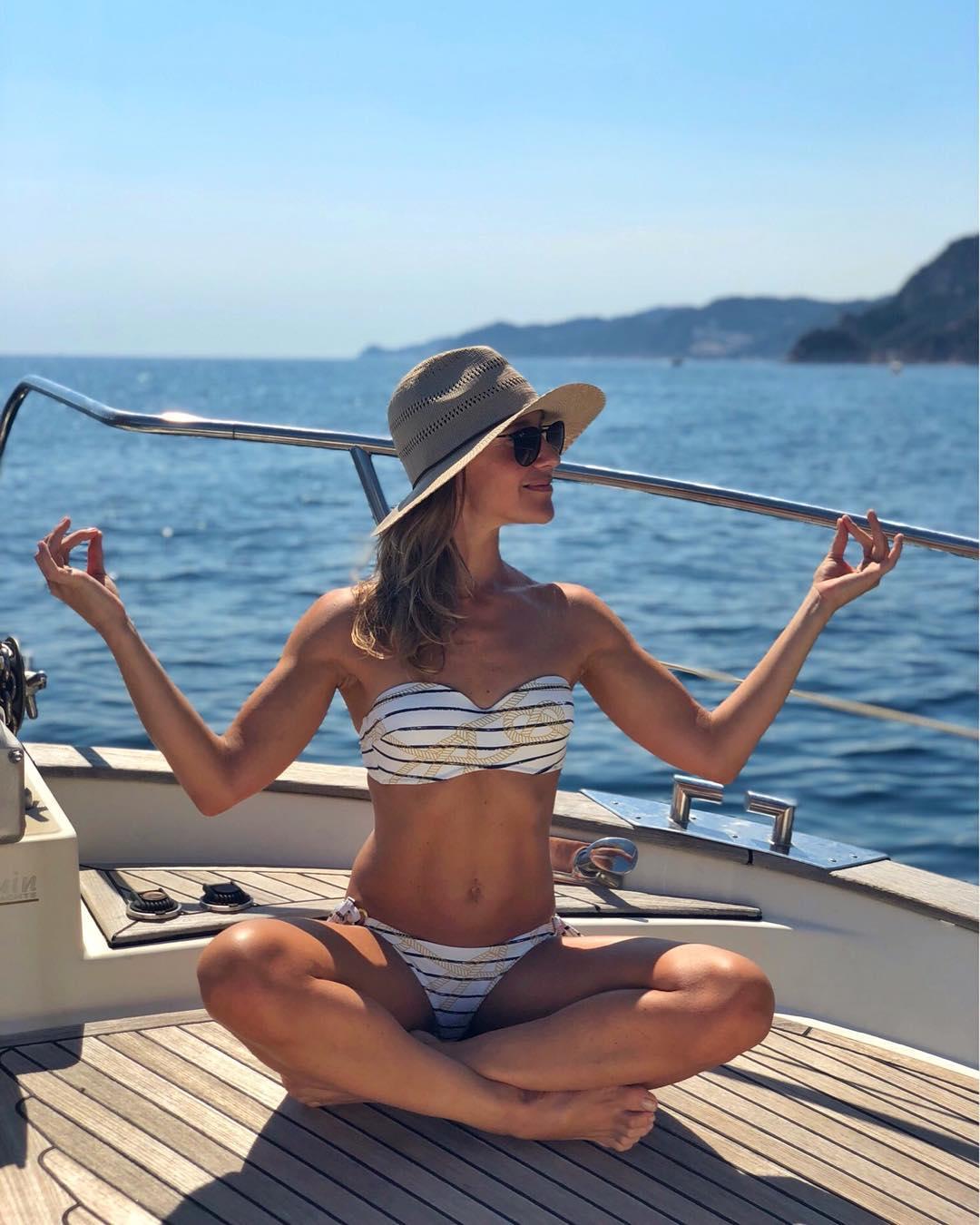Юлия Ковальчук: Питаюсь...вдохновляюсь...наполняюсь...с 1 сентября снова в работу, силы и спокойствие пригодятся  #юлияковальчук #juliakovalchuk