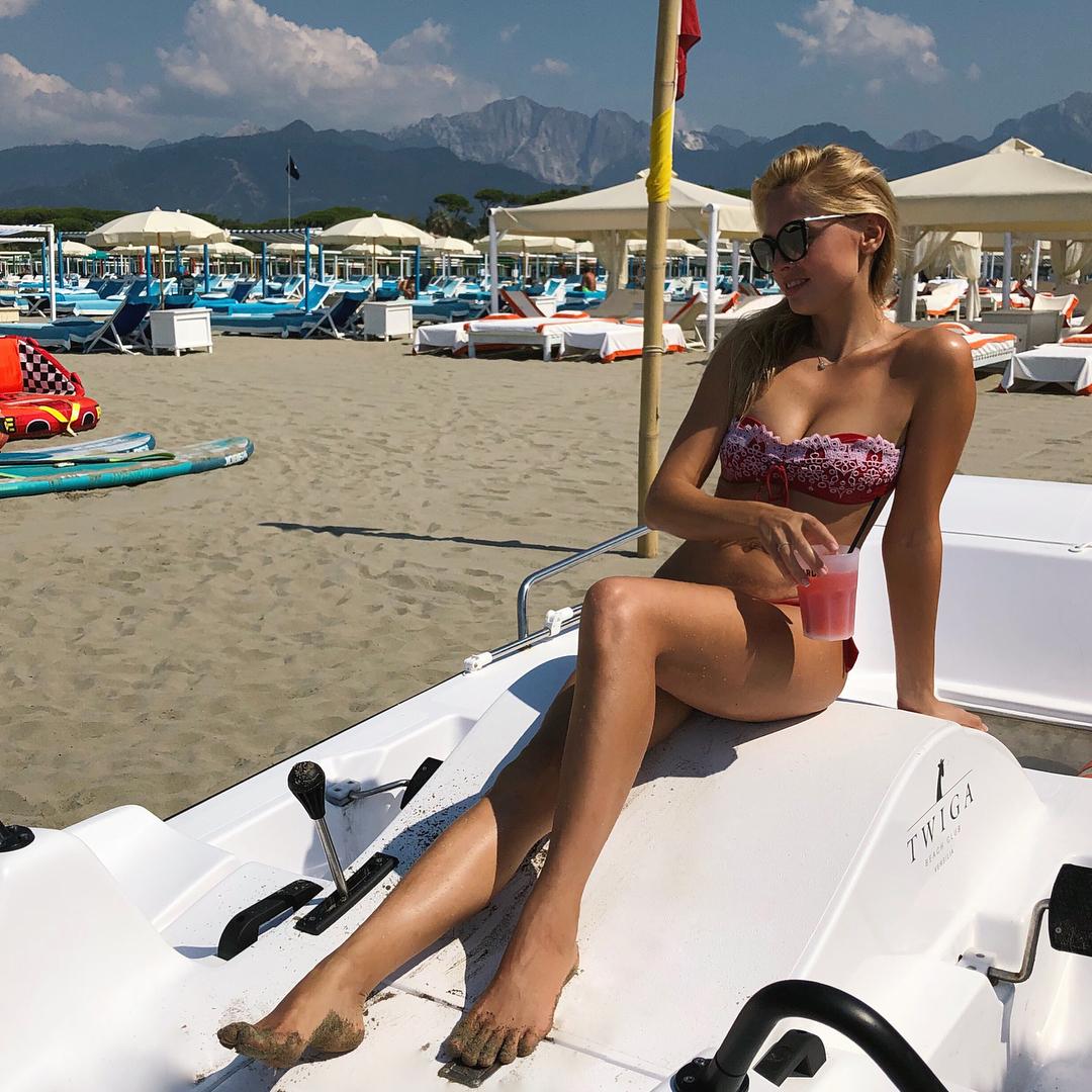 Янина Студилина: Доброе утро из солнечной Италии   девочки, для тех кто спрашивал про купальник на прошлом фото... ловите фотки в полный рост    @ermannoscervino #ScervinoBeachwear  #bikini  #купальник #летоэтомаленькаяжизнь