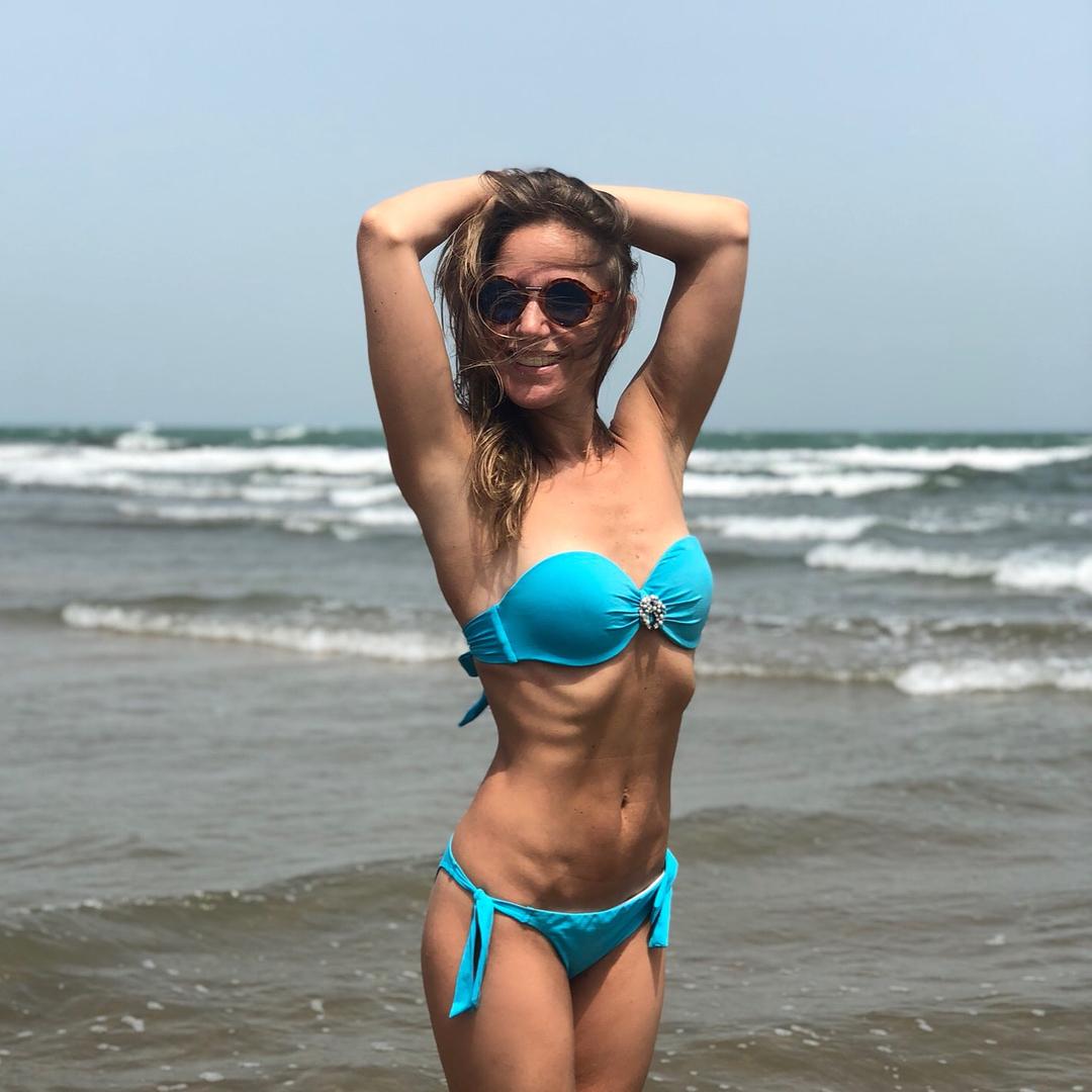 Юлия Ковальчук: Я добежала таки до Каспийского моря)) докладываю: такого теплого моря я не встречала давно, думаю градусов 30-32, но купаться невозможно из-за сильного ветра и крупных волн) теперь чек и до вечера на @zharafest !!! #юлияковальчук #juliakovalchuk #...