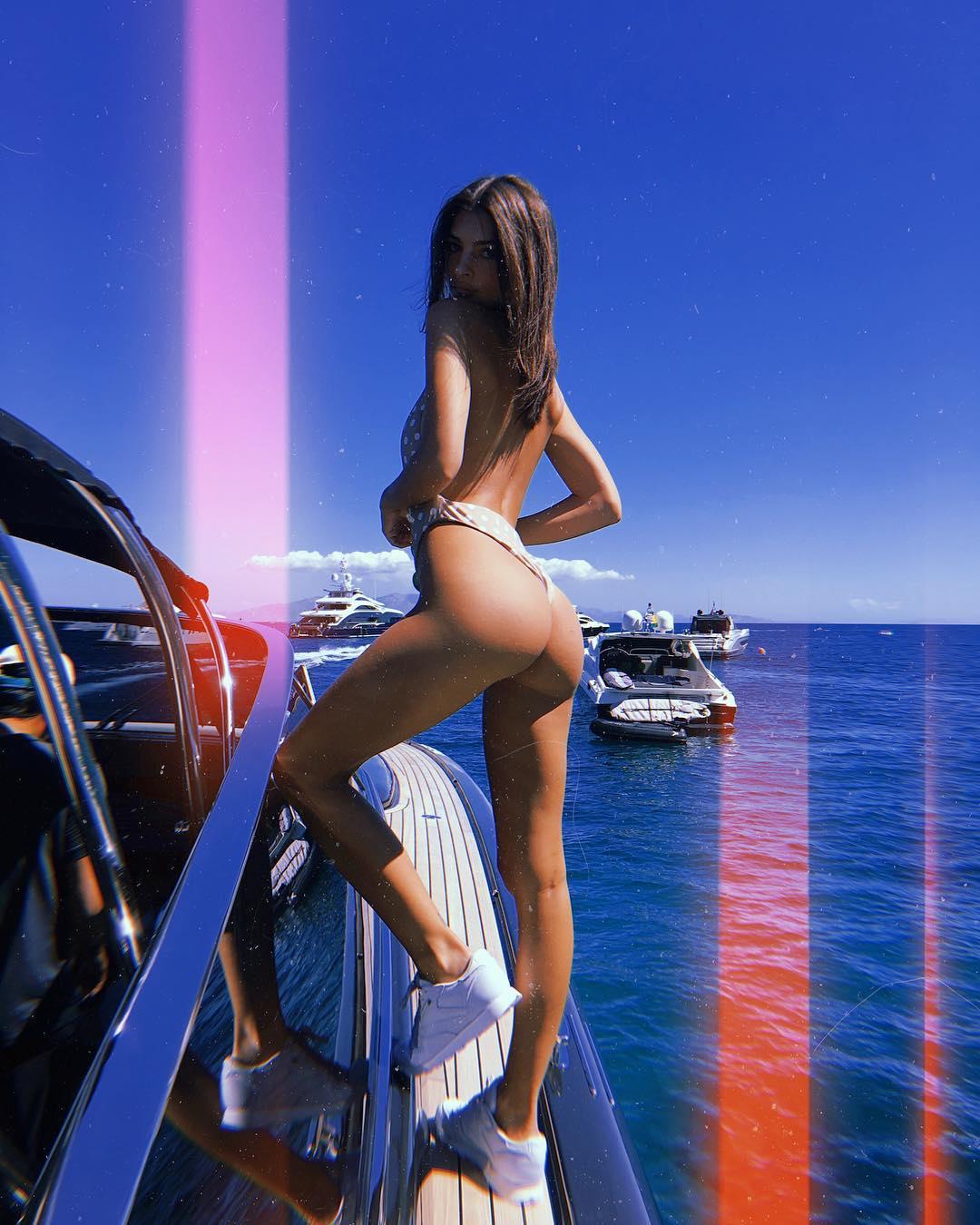 Эмили Ратаковски: Bye Mykonos you were perfect. Swear this is the last photo of me on a boat lol   @gigihadid @nammosmykonos @nammosvillage