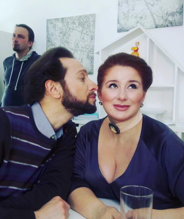 Юлия Куварзина: И вот этот красавчик @bobrovaleksandr сегодня получил от меня пощёчину... три раза  Работа такая