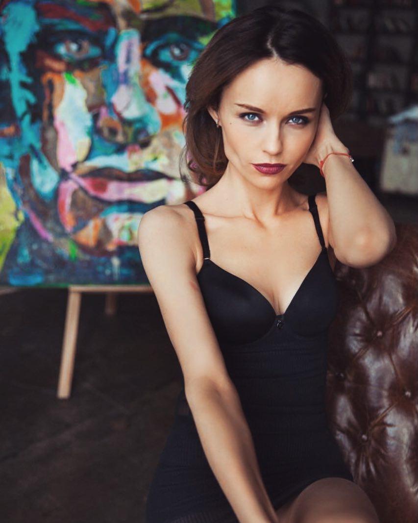 Юлия Подозерова: Я приняла участие в проекте @kate_iva_photo «обнажая душу» это было интересно и с душой!) боялась, что будет откровенно, но получилось чувственно и очень нежно) Катя, молодой талантливый видеограф, который может показать сексуальность и женственно...