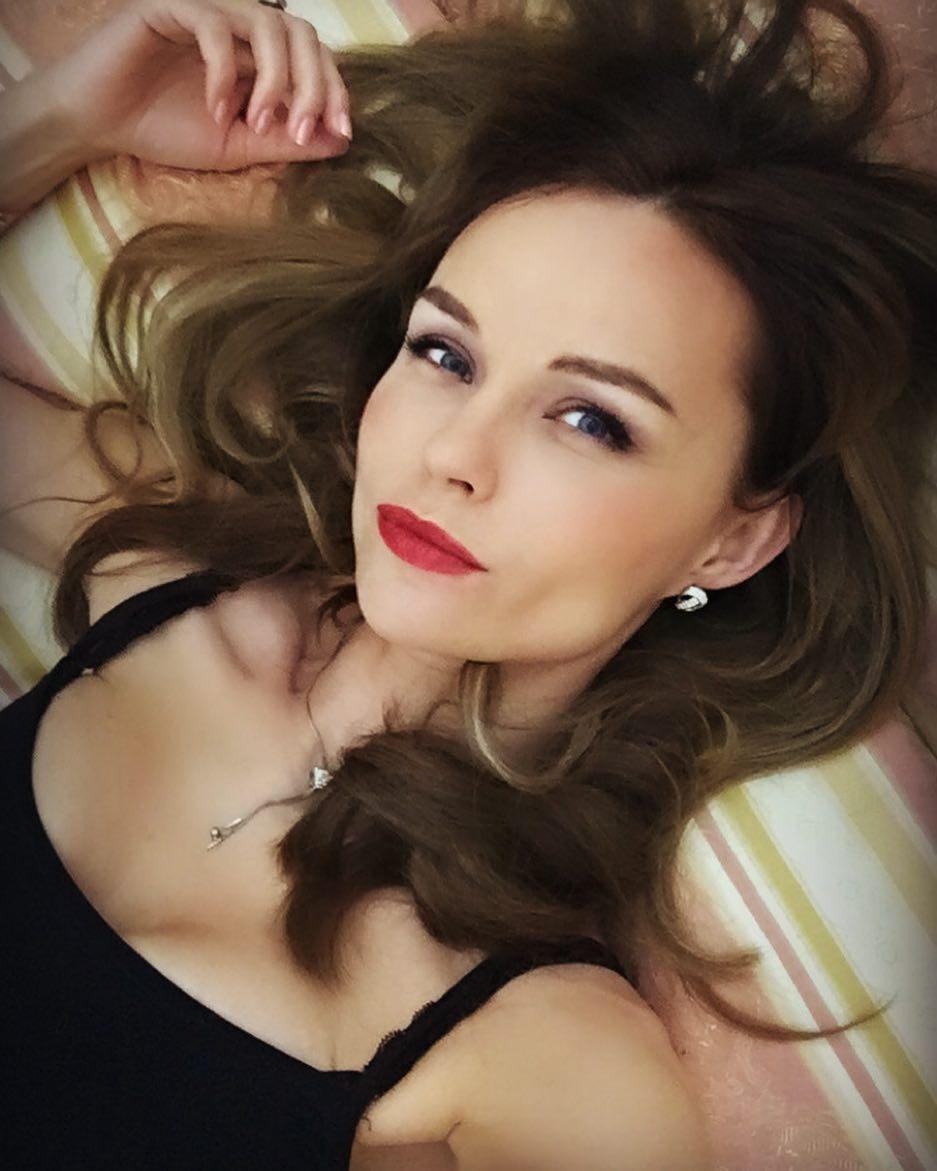 Юлия Подозерова: «Из-за того, что мы берем на веру лежащее на поверхности, мы забываем, что внешнее – это не то, что мы есть на самом деле.» #наработе#цитаты#Selfie#woman#Whoareyou#