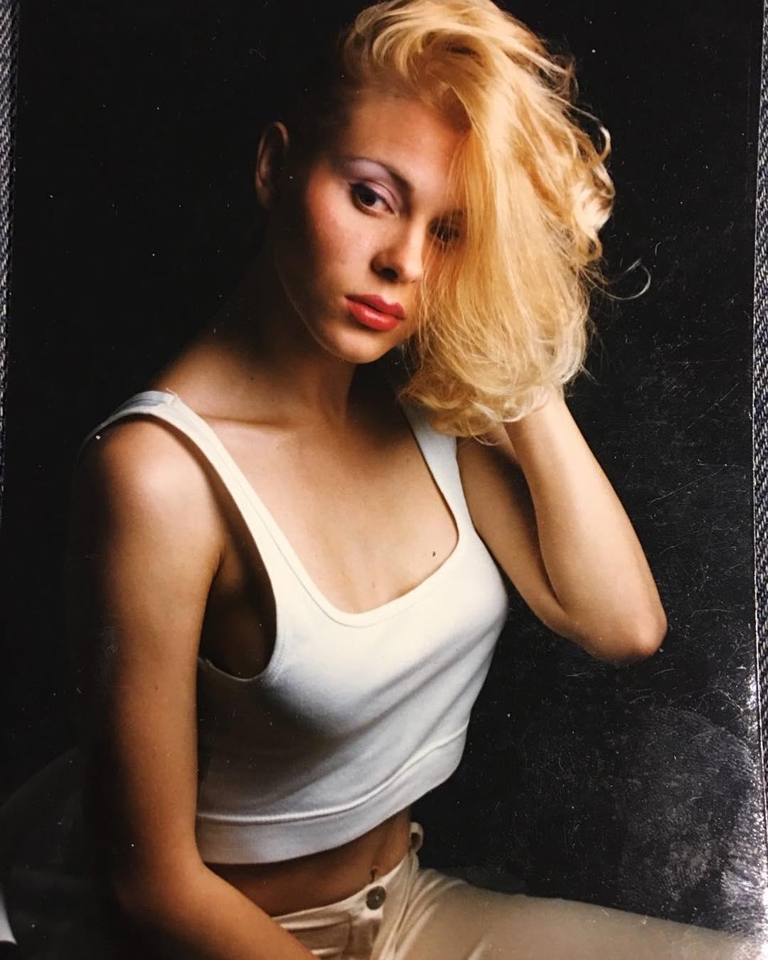 Яна Троянова: #мояжизнь А здесь мне 24, и у меня фотосессия в модельном агенстве. Но я очень смущалась  я вообще была очень стеснительная. Да и сейчас   Мне кажется, или я, правда, тут похожа на Скарлетт Йоханссон? ? #янатроянова #скарлеттйоханссон #24года
