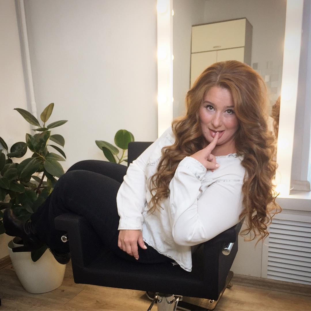 Юлия Куварзина: Вот как можно преобразиться за час с небольшим, точнее   вот кто может превратить сонного человека в женщину очень даже ничего себе