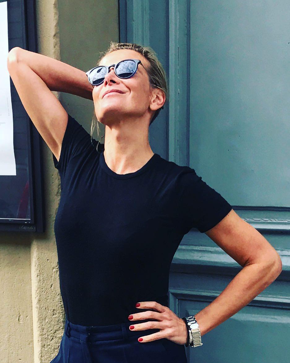 Юлия Высоцкая: Фотографии после хорошего ланча обычно точно передают настроение... Оооочень долгий и оооочень хороший день... #mykindofday #хочуеще #myonly #юлиявысоцкая #juliavysotskaya