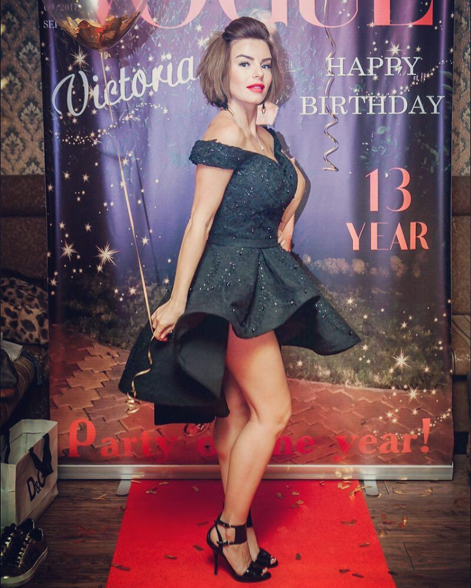Юля Волкова: Пересматриваю фотографии со дня рождения моей принцессы @official_volkovavika  скоро покажу вам видео  @fusionboutique #мода #стиль #платье #образ