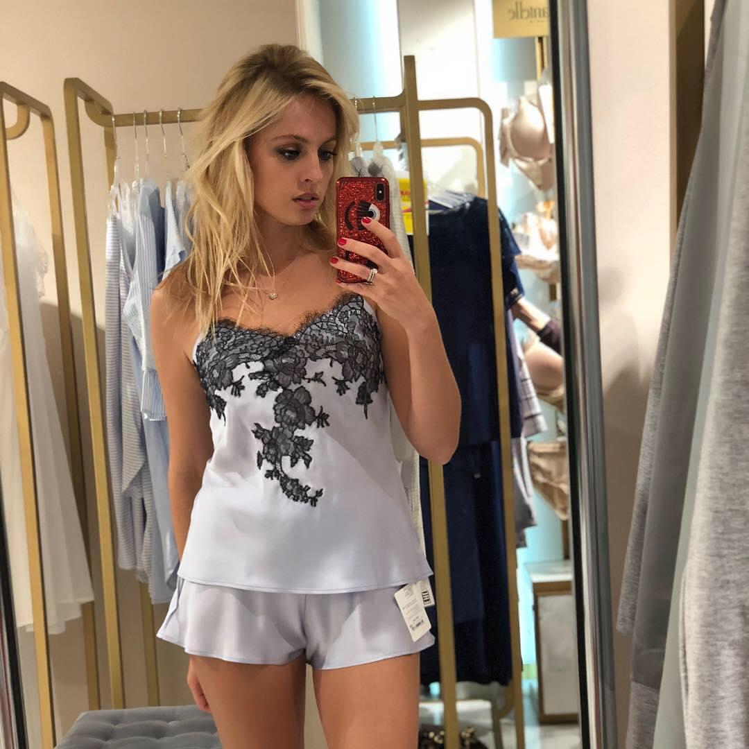 Янина Студилина: Поможете выбрать?  Забежала сегодня в @estelle_adony и просто влюбилась в вещи #marjolaine   Нравится все   какой выбрать  1,2,3,4 или 5? Ps почему-то пост удалился  напишите ещё раз, кто писал  дубль 2 #девочкитакиедевочки #шоппинг