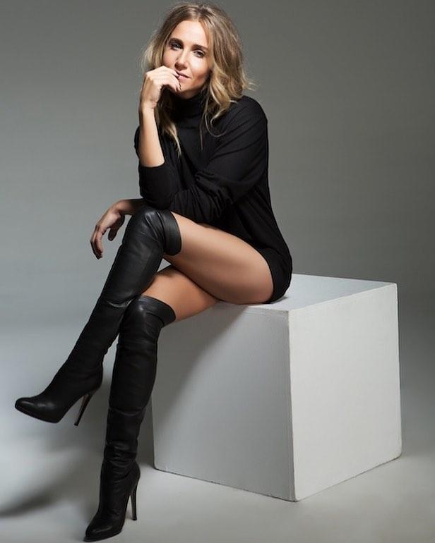 Юлия Ковальчук: Присесть на минутку перед Новым годом, чтобы выдохнуть, обдумать, набраться новых сил и вдохновения, и порадоваться каждому вашему  -СДЕЛАНО!!!! Вы у меня правда необыкновенный подписчики: такие разные, но все мои...немного стеснительные, но всегд...