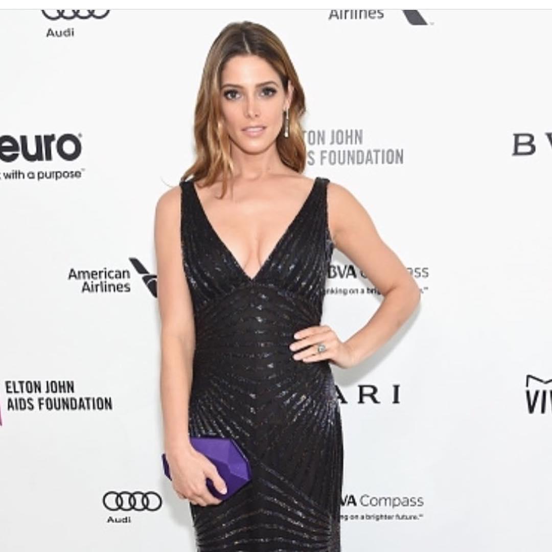 Эшли Грин: Loved this beautiful @naeemkhannyc dress and gorgeous @bulgariofficial jewelry!      #oscars2016 #bulgari #naeemkahn #jimmychoo