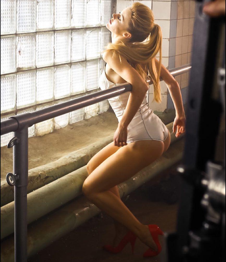 Юлианна Караулова: Хьюстон, у нас проблемы!)) то, что не вошло в видео всегда очень интересно)) вы, кстати, посмотрели? Фотографию, наверное, завтра удалю и пожалею. Но иногда же можно? На ночь. Один раз) #хьюстон #юлианнакараулова