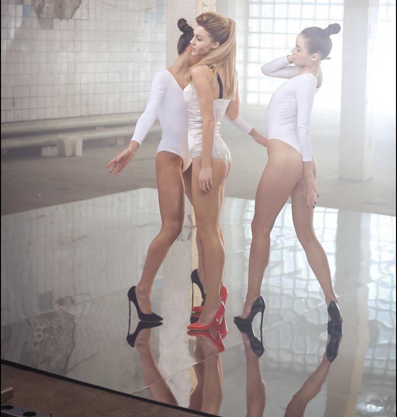 Юлианна Караулова: В приложении @live_interactivemagazine очень много крутых фоток от @photo_gudenko с наших вчерашних съемок клипа на песню #Хьюстон! И вообще у меня оооочень много классных фоток со вчера! Так что держитесь, терпения вам!)) А еще меня тут про боди ...
