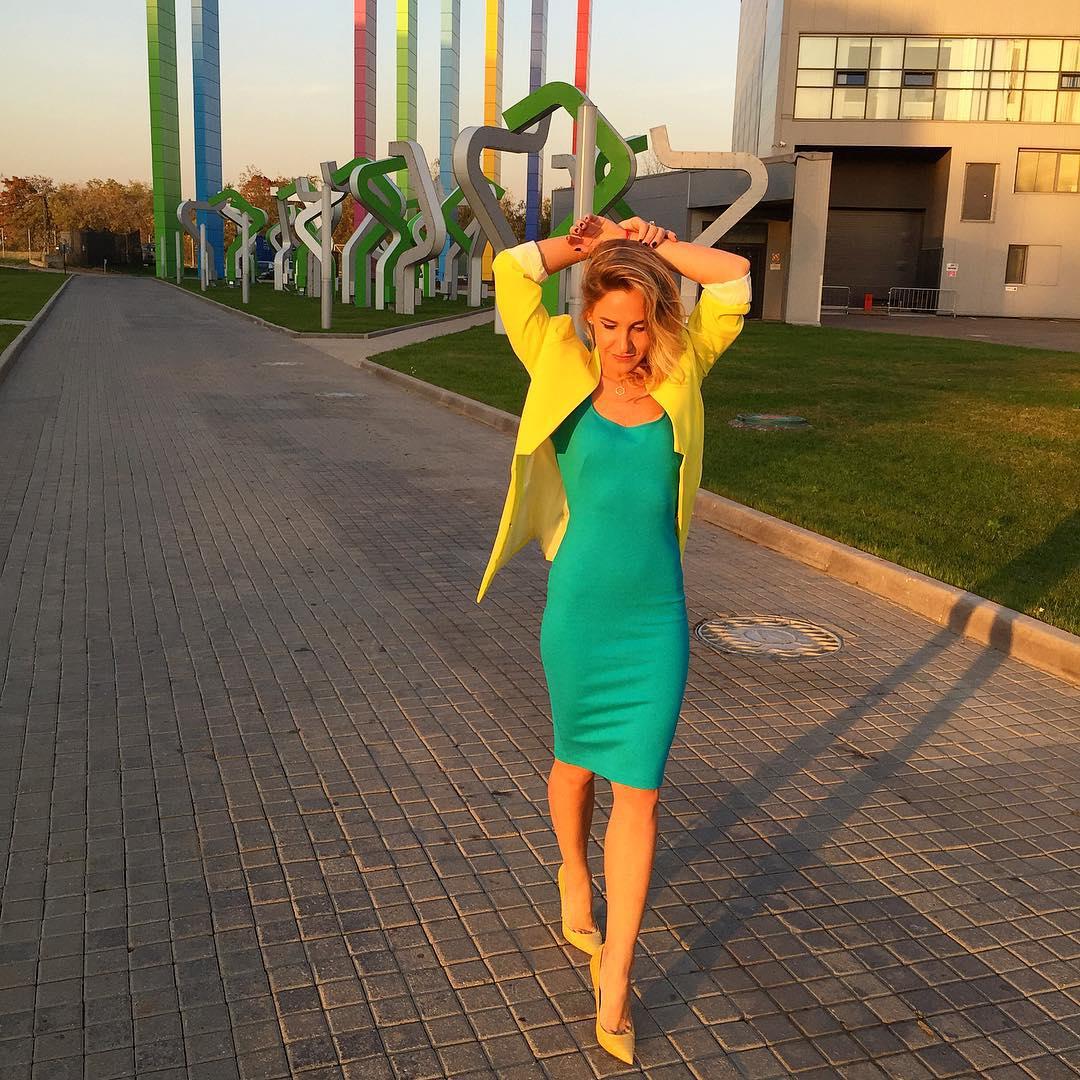 Юлия Ковальчук: Когда лучший фильтр-это солнце, а лучшие 5 минут отдыха-обычная прогулка...а яркие штучки на мне @the_dome_concept пиджак И @mddjemal платье!!! #ловлюсолнценаресницы #взвешенныелюди #ЮлияКовальчук #juliakovalchuk