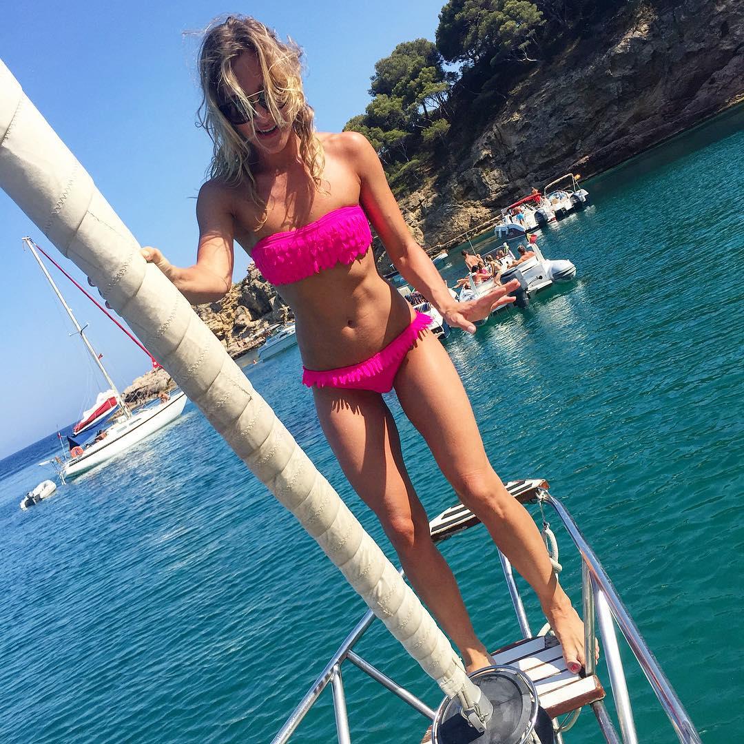 Юлия Ковальчук: А ведь должна была быть красивая фотография девочки на носу яхты