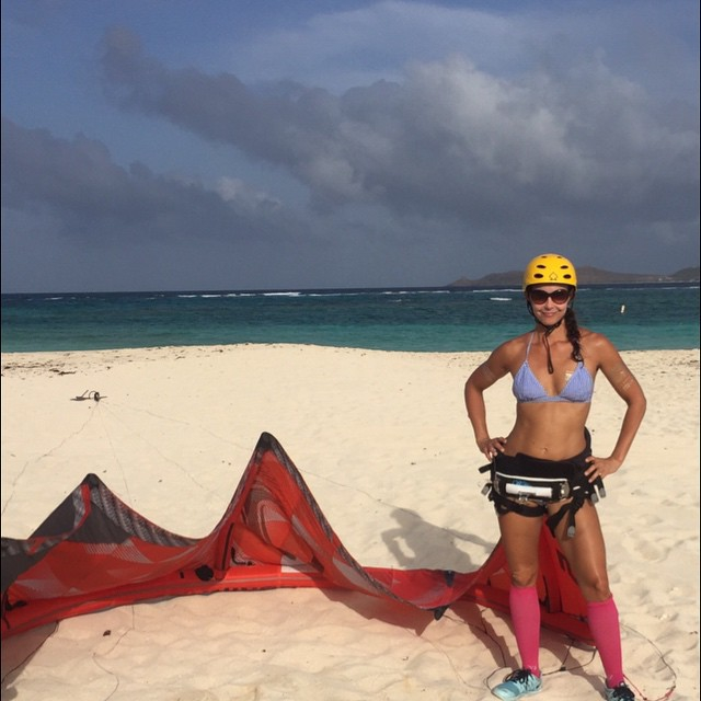Эшли Джадд: Learning to #KiteSurf It's glorious and tomorrow I learn body dragging.  Trying new things is #empowering Plus the outfit, eh? #plantarfasciitis got me so, yeah, compression socks on the beach. I even swam in them!
