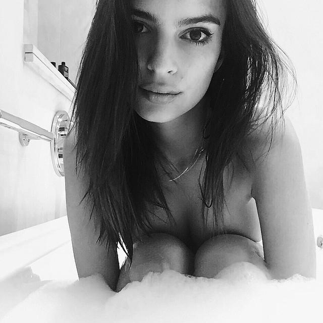 Эмили Ратаковски: Bath time in London