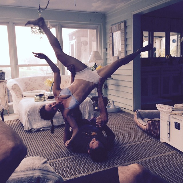 "Эшли Джадд: I am posting this #AcroYoga shot to remind us all: in life before we arrive at the ""pretty"" pose, we pass through the ""messy."" And it's all real, it's all good. Everything gets to come in. jason_nemer #yoga janet_stone"