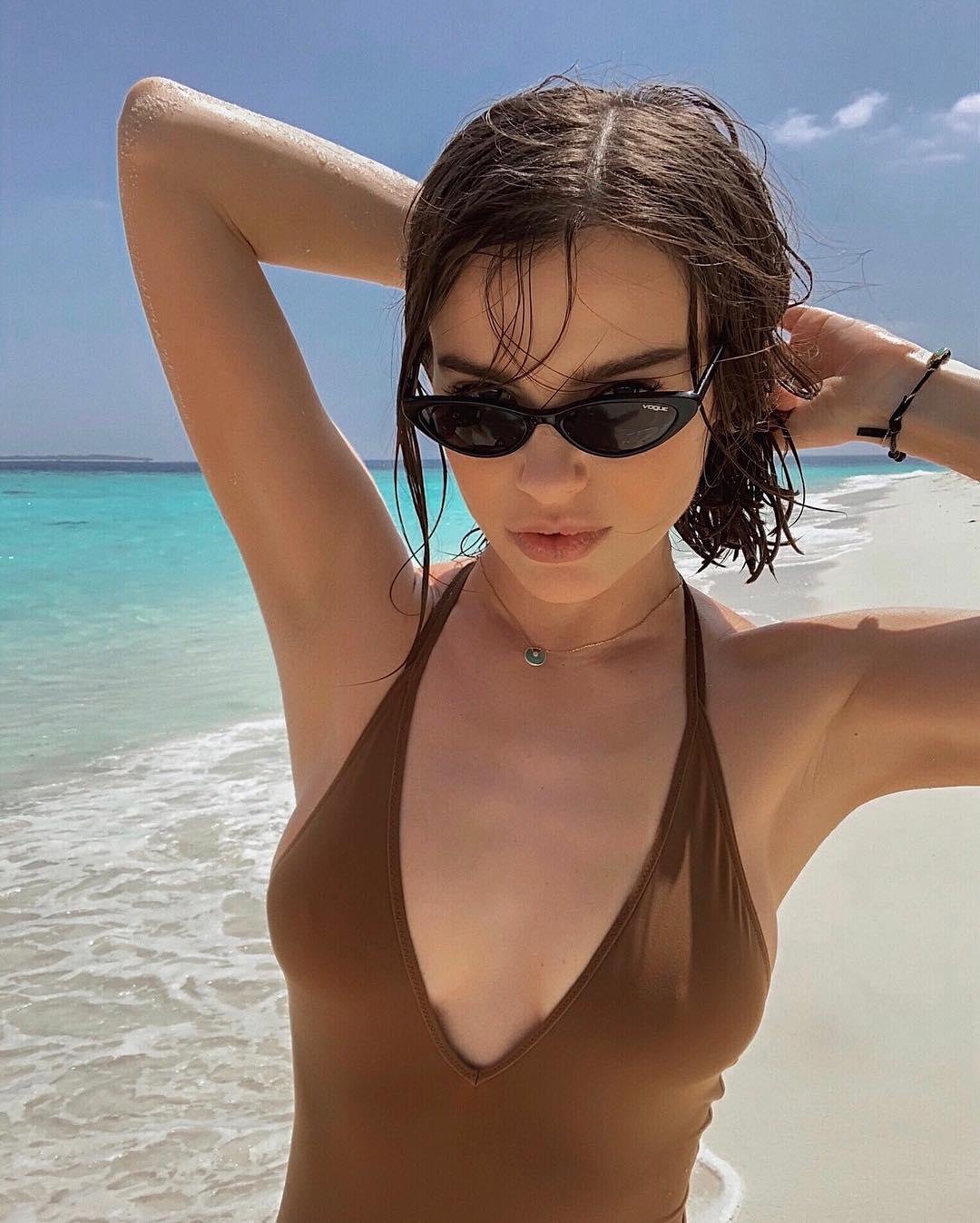 Елена Темникова: Рыбок хотите? Могу показать. Весь день снимали под водой. В сторис или в ленту? #maldives #maldivesislands #temnikova #темникова
