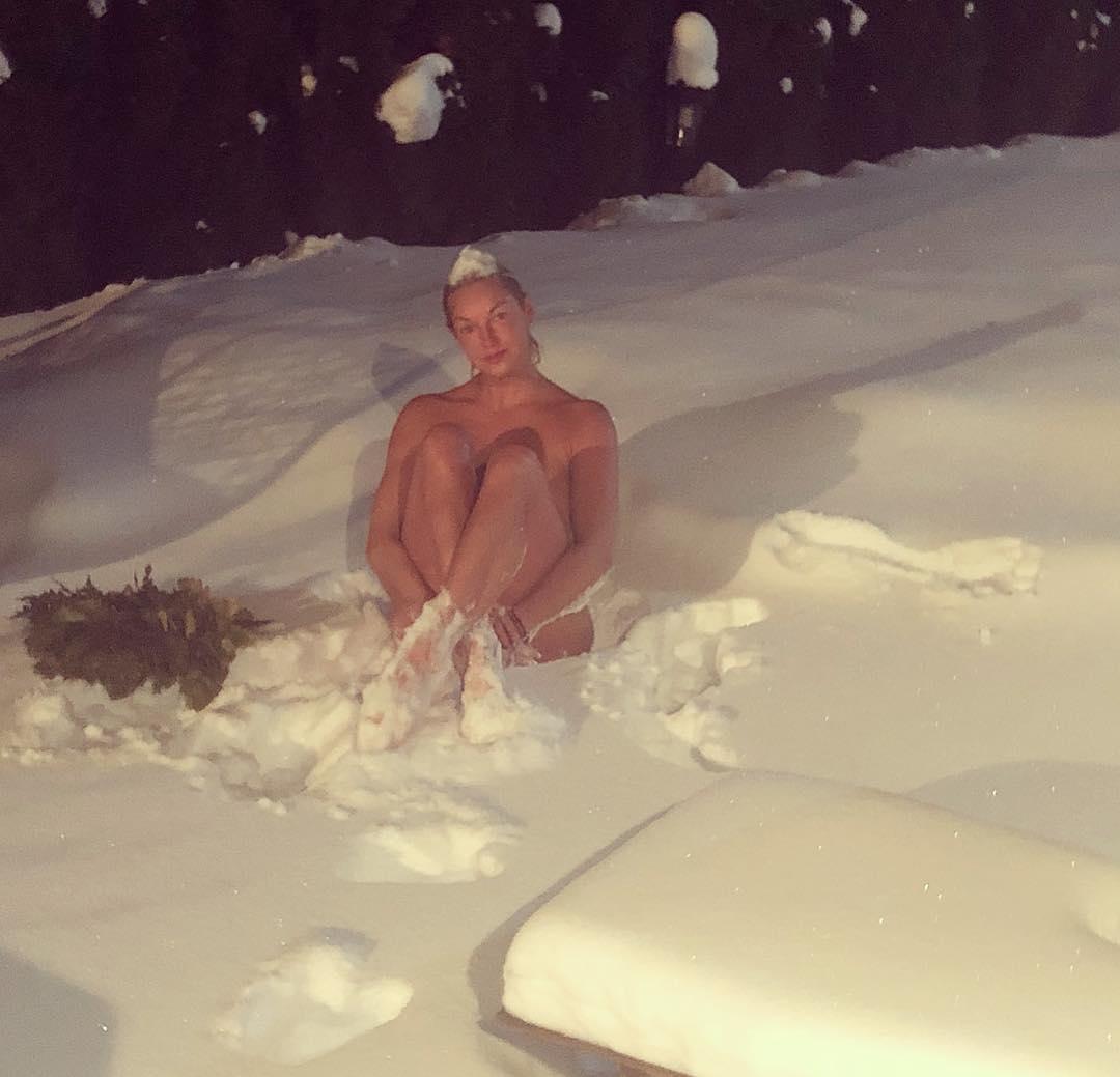 Анастасия Волочкова: Не переживайте, что я замерзну