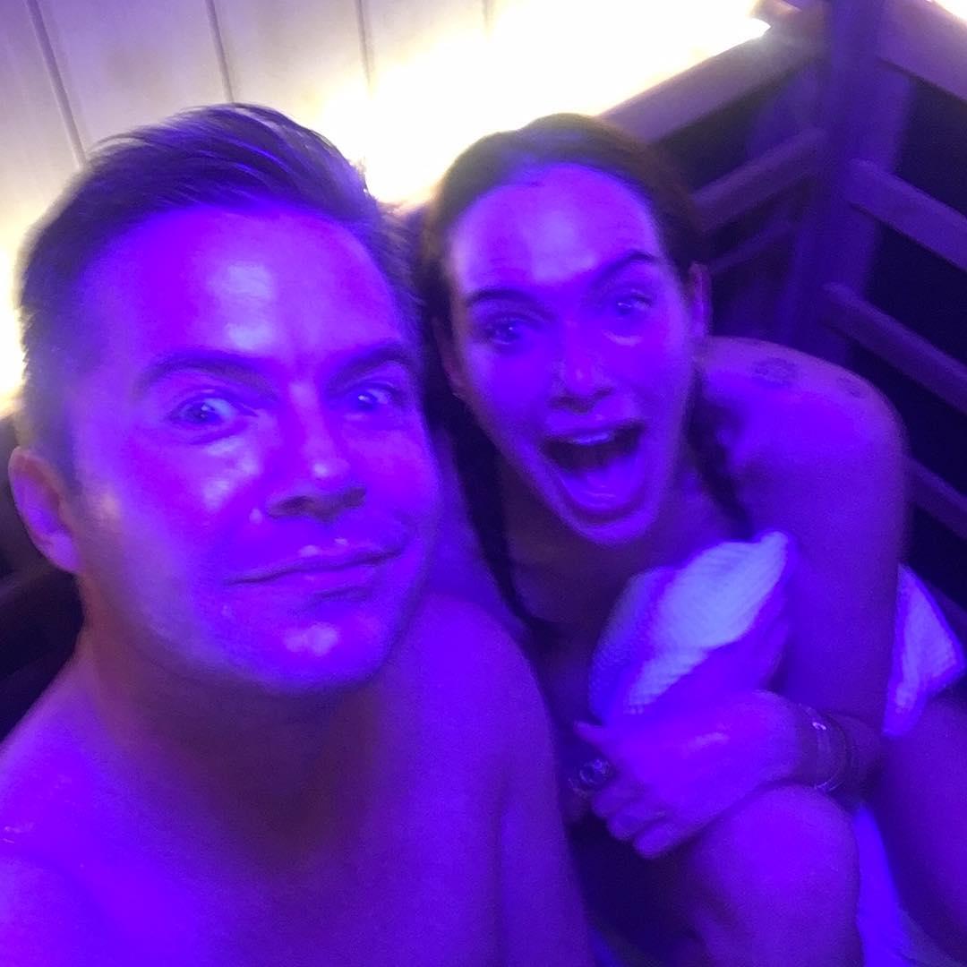 Лина Хиди: Before I puked. Get your glow on?