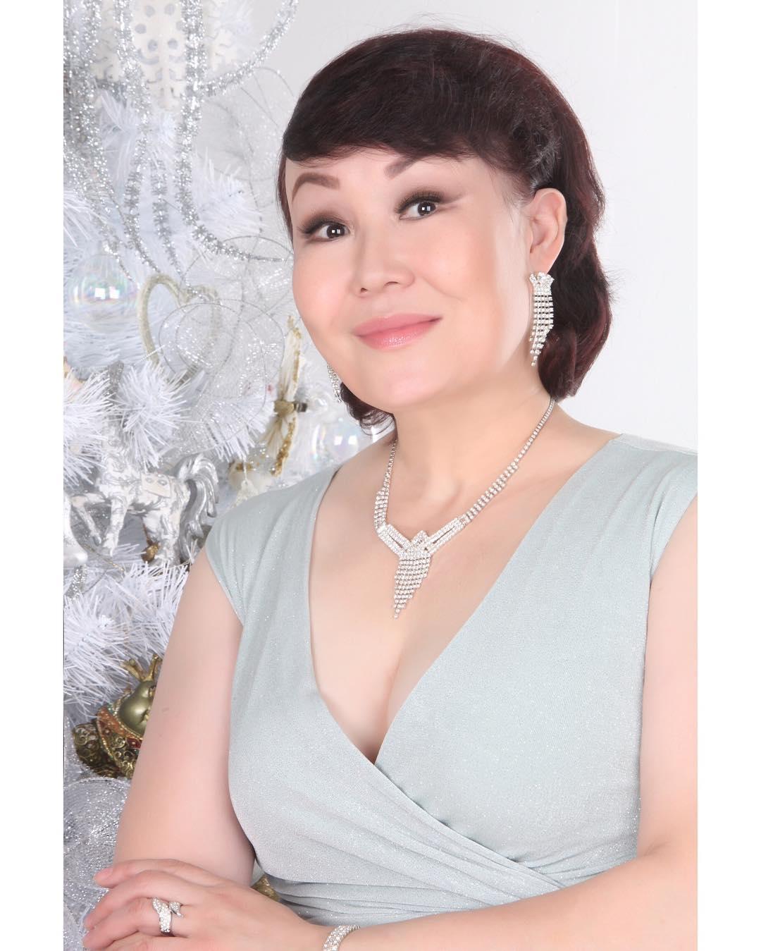 Жаныл Асанбекова: С НОВЫМ 2019- ГОДОМ,МОИ ДОРОГИЕ!    #Новогодняяфотосессия