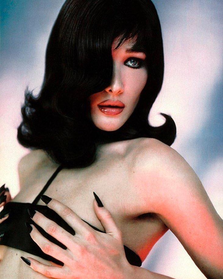 Белла Хадид: Carla, Vogue Italia 1996