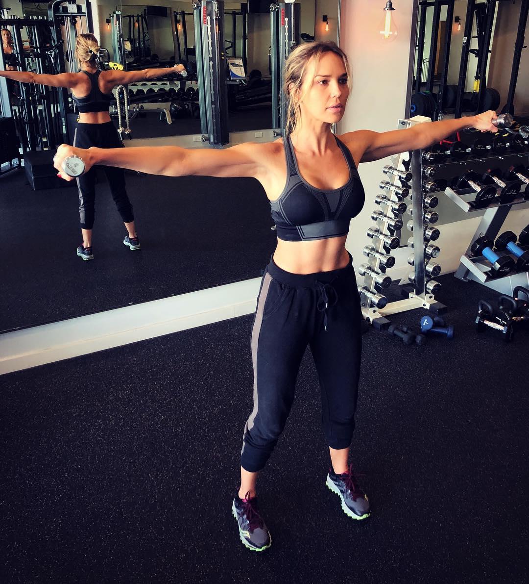 Ариэль Кеббел: I hate weights. But I love my trainer. @madfit_inc