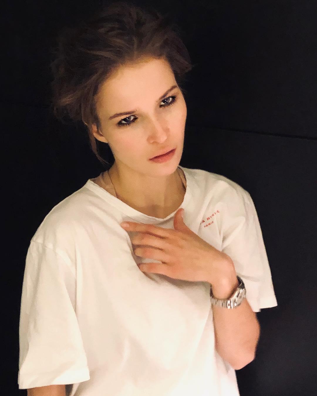 Лукерья Ильяшенко: Сижу и реву белугой. Прочитала роман «Циники» Анатолия Мариенгофа. Невероятно круто! Ребята, почитайте!