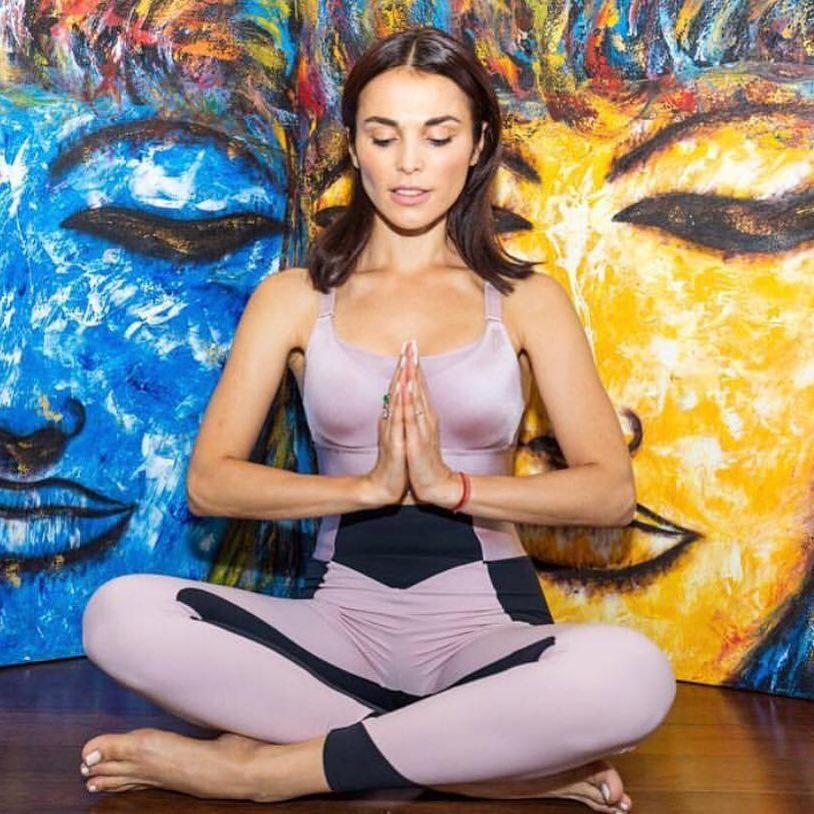 Сати Казанова: Приглашаю вас обменять негатив на позитив    и испытать на себе волшебное воздействие мантры «ОМ»