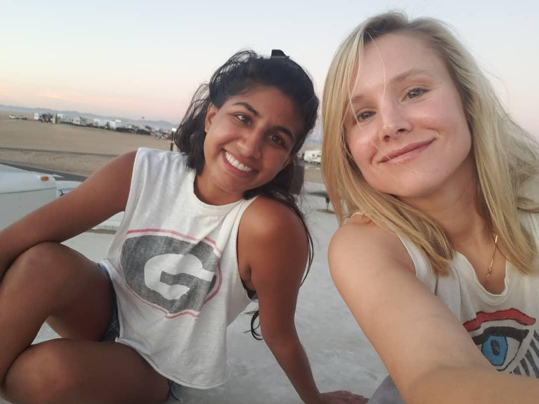 Кристен Белл: #fbf to @mlpadman and I enjoying #glamis sand dune sunset.