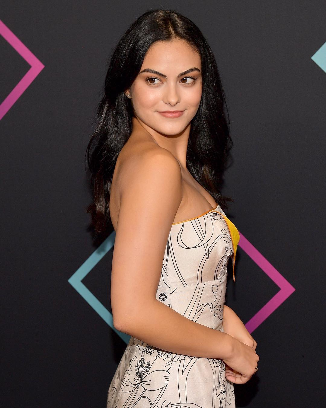 Камила Мендес: people's choice awards    thanks for voting and making riverdale the best drama show of 2018! we love youuUuUu