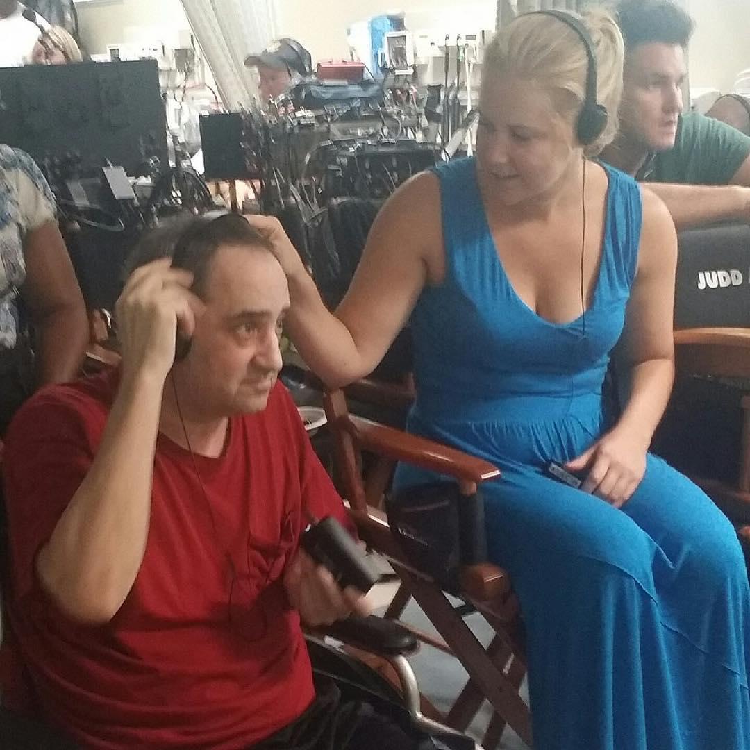 Эми Шумер: #tbt my dad on the set of #trainwreck