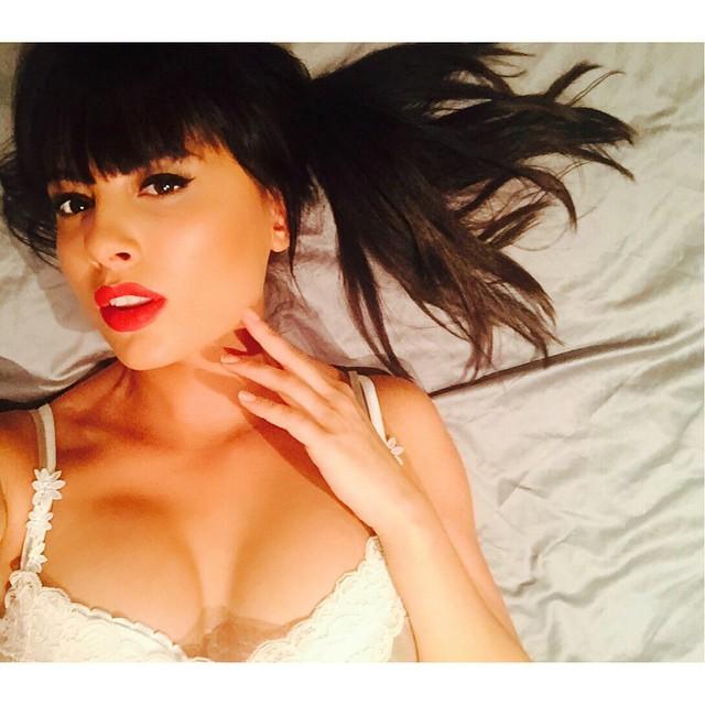 Нелли Ермолаева: Приехала в наш @yeslaser к косметологу, увлажнить мою кожу  Далее массаж