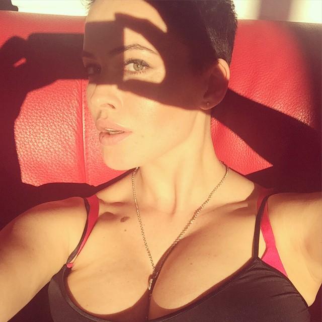 Даша Астафьева: Кажется, мне нужна палка.Для #selfieА лучше две    #da #astafieva