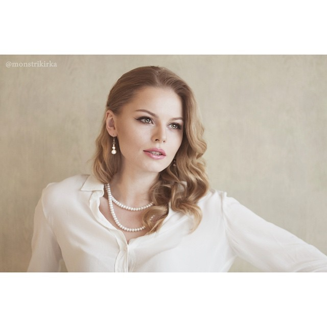 Анастасия Стежко: Весна...    Всё вокруг расцветает, оживает... случайные мгновения, когда тебя застигают врасплох дождь и первые грозы  ))) люблю и наслаждаюсь этим временем! Photo by @monstrikirka make-up by @anushasweet #spring #beauty #романтика #вдохновение #с...