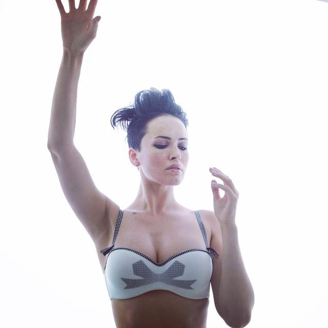 Даша Астафьева: Я почему такая задумчивая, потому что учусь летать...#dasha #nikita #love #fly #ladybird #lingerie #chantal_tomas