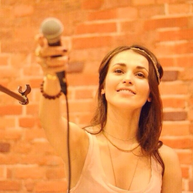 Сати Казанова: Просто ликую от счастья, когда поет весь зал!     #mantra #mylove #om @goldenlook #goldenlookmanagementcompany