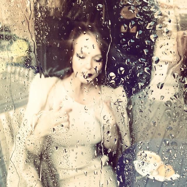 Альбина Джанабаева: Хорошо когда непогода за окном