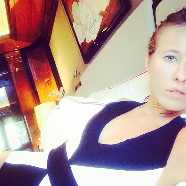 Ксения Собчак: Жизнь моя яркая и контрастная,яко пиджаки Николая Баскова. Утром на Корсике,сегодня вечером -уже в Киргизии:))