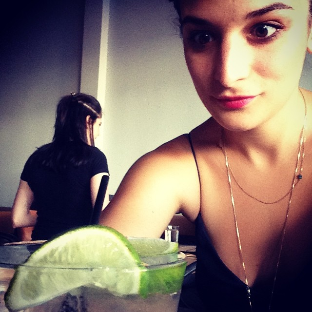 Дженни Слейт: EDGY ACTRESSES WHO SCREEN THEIR MOVIES AT MUSEUMS DRINK ALONE BEFOREHAND? True? Pls say true.