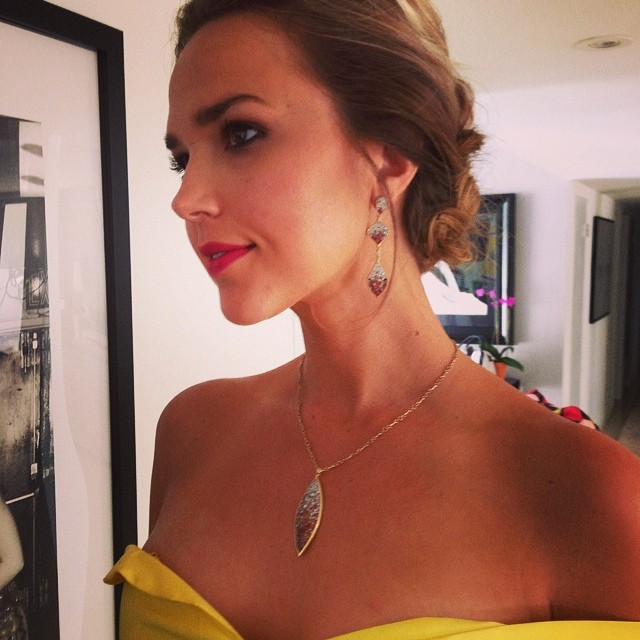 Ариэль Кеббел: Diamonds are a gals best friend! Especially on her bday!!!! #plevediamonds