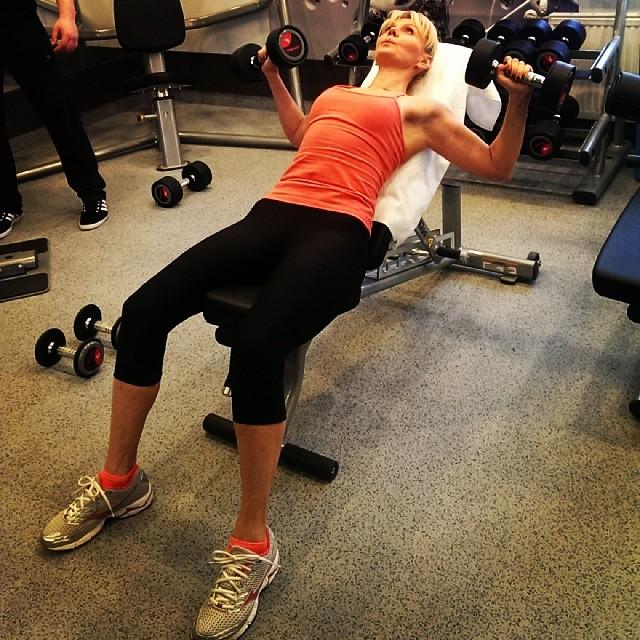 Валерия: Продолжаем заниматься фитнесом.Курган.Тренажерный зал маленький в отеле,но есть всё необходимое.