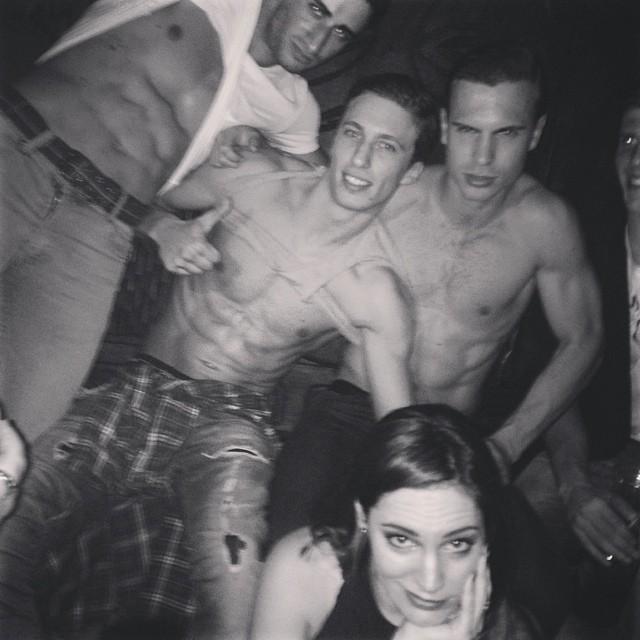Келли Брук: Bored Already #Abercrombie Boys #MahikiParty