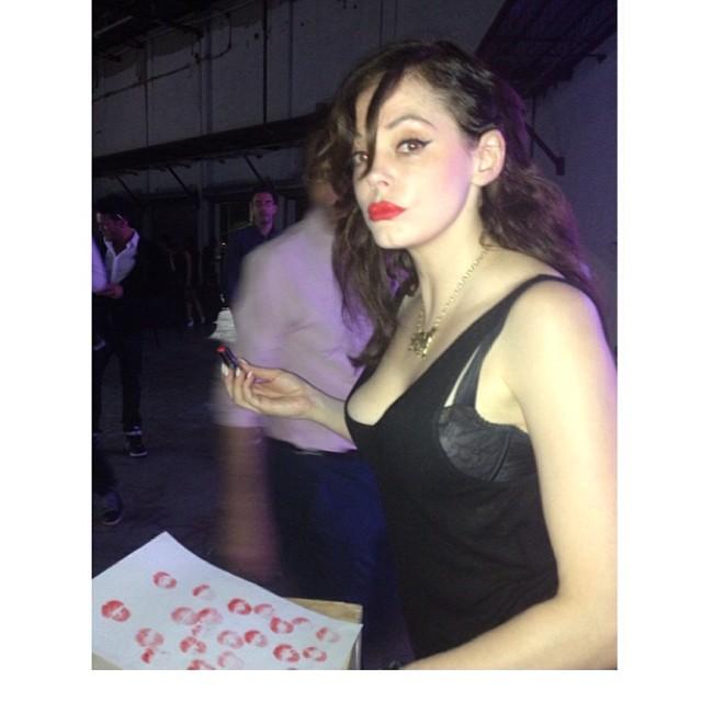 Роуз Макгоуэн: Creating lipstick art for @flauntmagazine