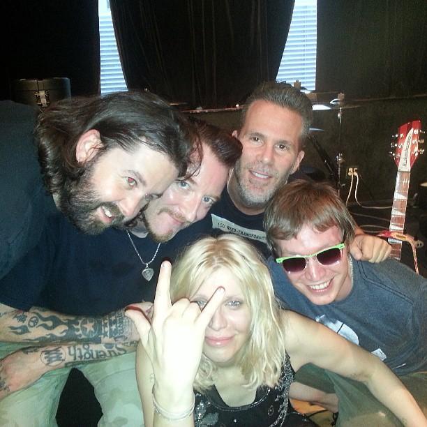 Кортни Лав: @scottlipps @mickolarkin band @gingerwildheart on twitter god we rawk