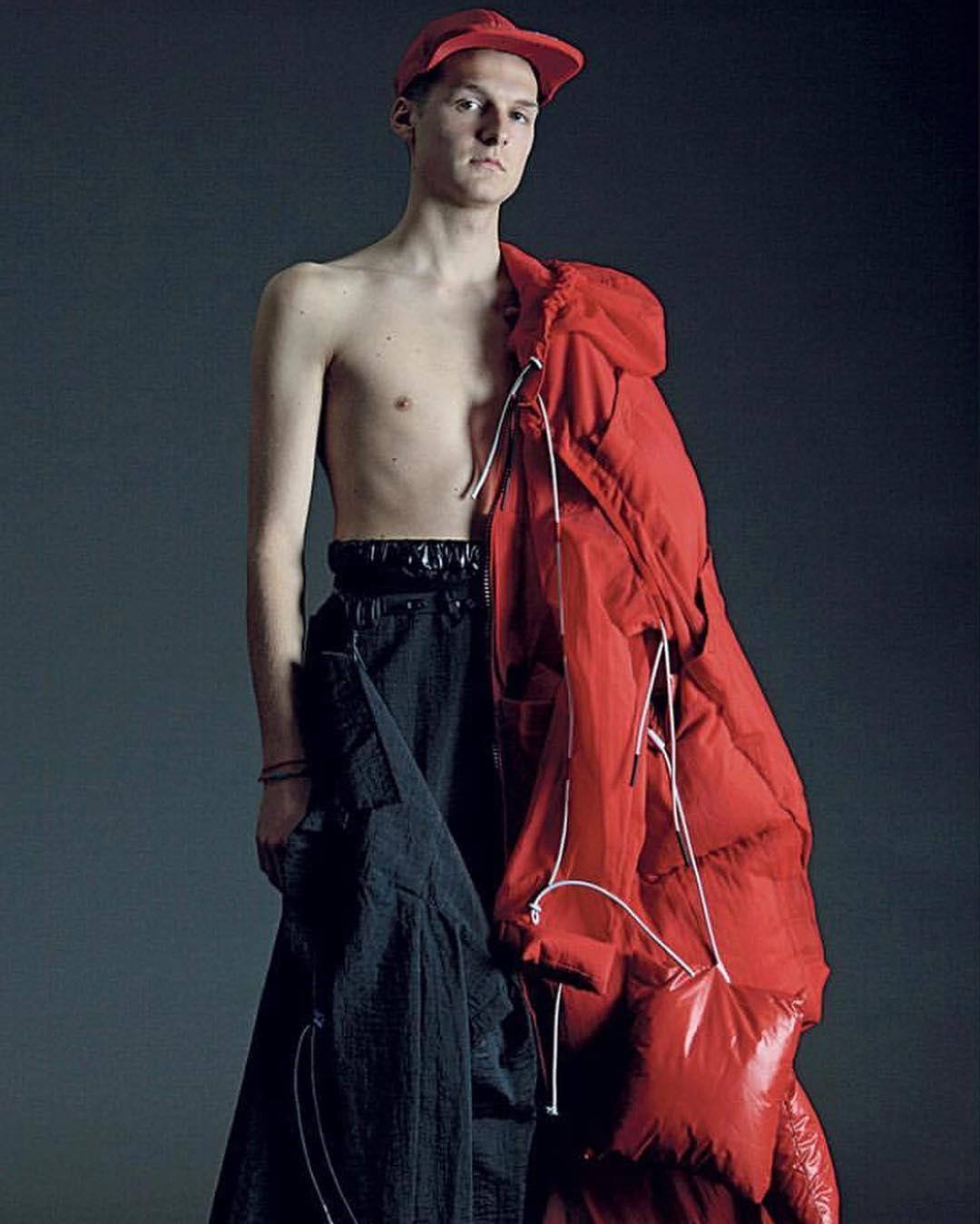 Ксения Князева: Модная многослойность и больная фантазия.Я отдаю себе отчёт в том, что Мода это искусство, в первую очередь, поскольку, чтобы прикрыть причинные места или согреться, достаточно набедренной повязки или шкуры мамонта. Однако, из-за богатейшего насле...