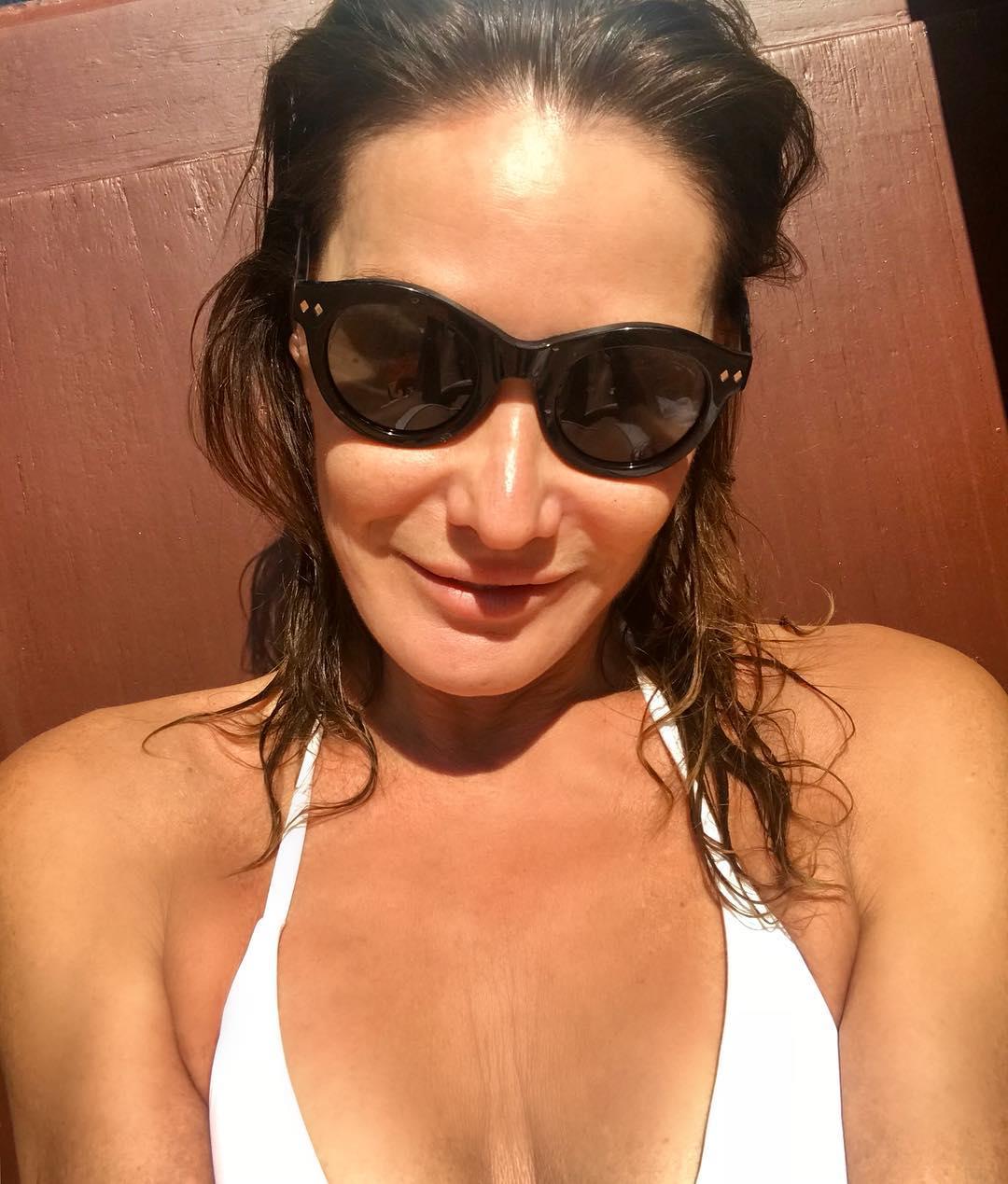 Карла Бруни: Summer in October      #sunday