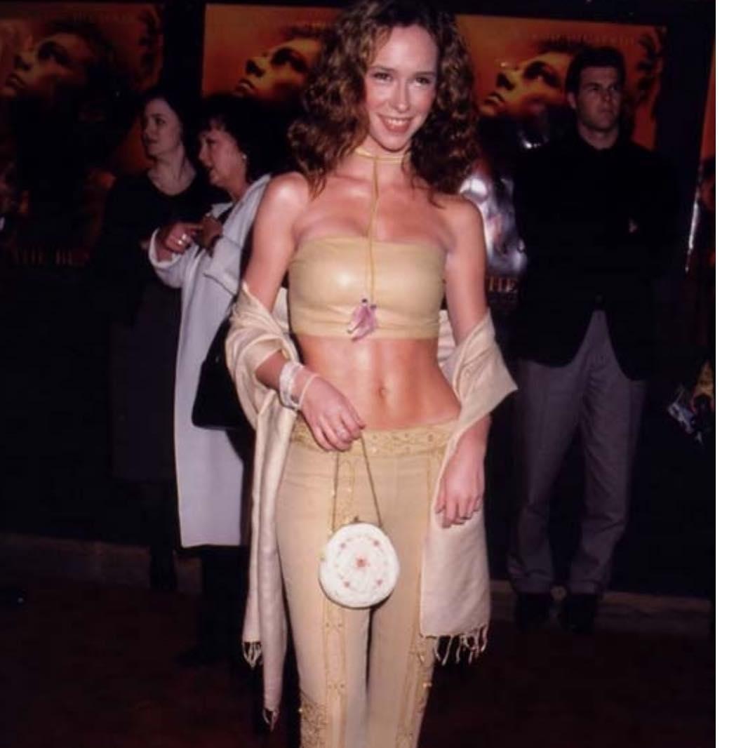 Дженнифер Лав Хьюитт: #tbt to when I had good abs and needed a stylist! #dressedmyself