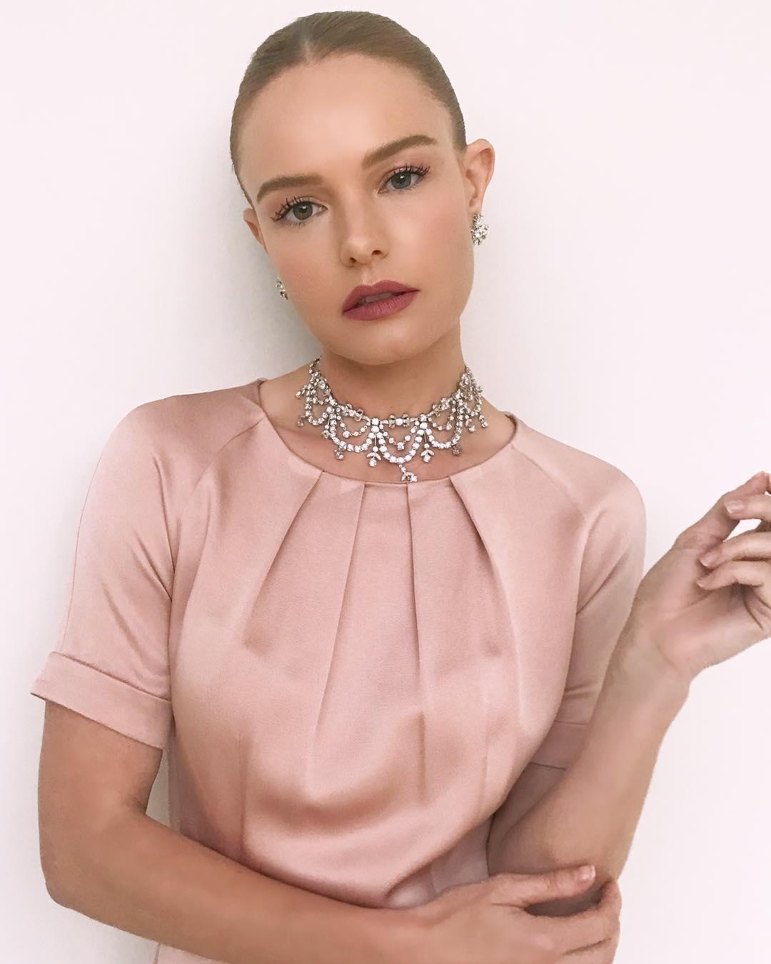 Кейт Босуорт: Close     @katesynnottmakeup     @bridgetbragerhair  ?    @beladorajewelry   #aboutlastnight