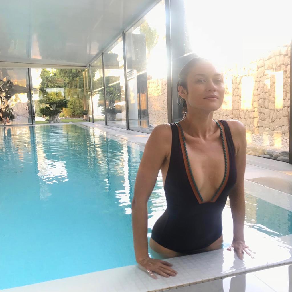 Ольга Куриленко: Taking a dip and feeling refreshed!Восстанавливающий отдых в бассейне! @shawellness #myshaexperience